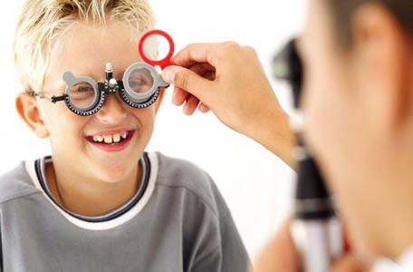 معاینات چشم پزشکی در مرکز تخصصی چشم پزشکی اصفهان