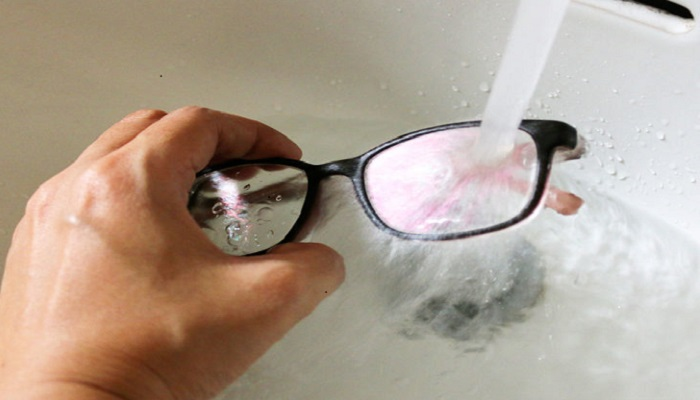 شیوه صحیح تمیز کردن عینک آفتابی